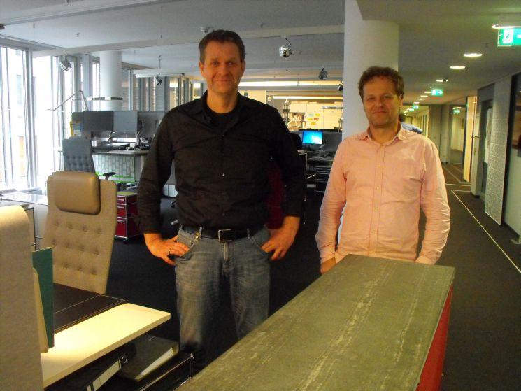 """Jörn Paterak (l.), Leiter des Newsrooms, und Thomas Wendel, Chefredakteur des GDV-Magazins """"Positionen"""". Beide waren zuvor bei der Financial Times Deutschland. Foto: Frühbrodt"""