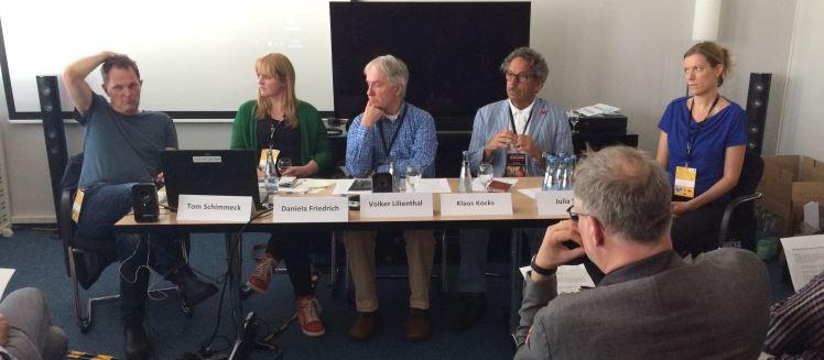 Generaldebatte über PR und Journalismus: Tom Schimmeck, Daniela Friedrich, Moderator Volker Lilienthal, Klaus Kocks, Julia Stein (von links nach rechts)