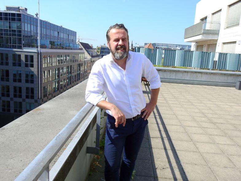Dir Benninghoff auf der Dachterrasse der Berliner Dependance von FischerAppelt.
