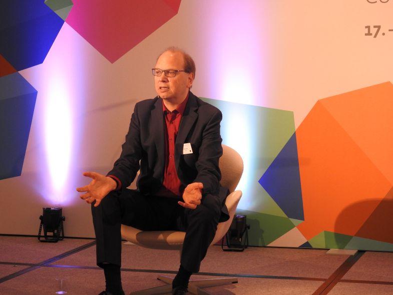 Klaus Eck ssaß bei der Content World 2016 auf dem heißen Stuhl. Foto: Frühbrodt